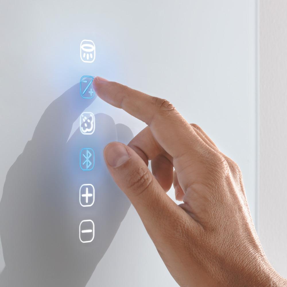 La tastiera, integrata nel cristallo, gestisce tutte le funzioni